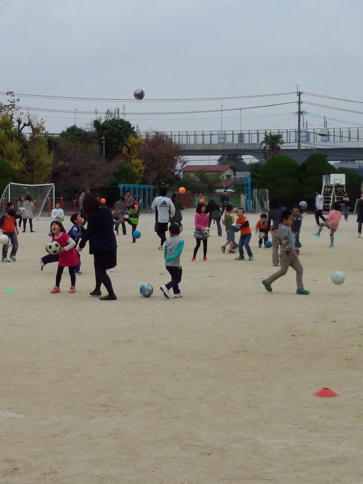 学童の子どもたちと保護者の方々 〜無料サッカー教室を実施〜